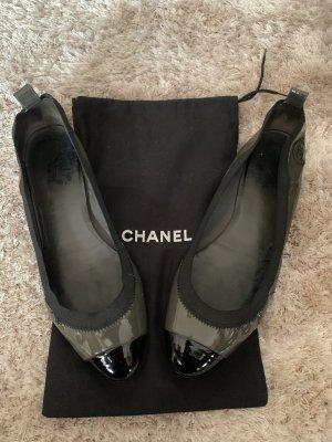 Chanel Ballerines en cuir verni gris vert