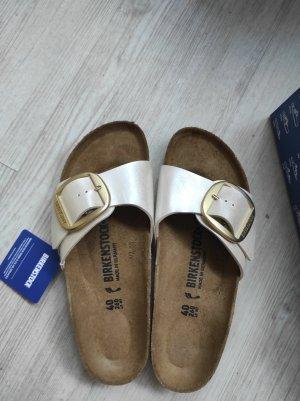 Birkenstock Wygodne sandały w kolorze białej wełny-biały