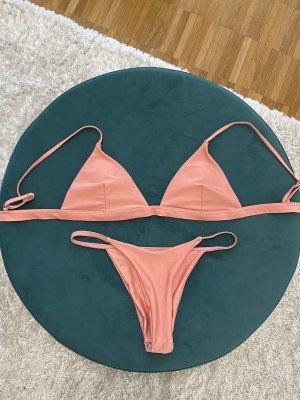 Bikini in Coralfarbe