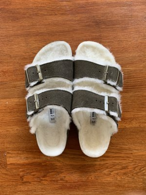 Birkenstock Arizona Shearling in der Farbe Forest