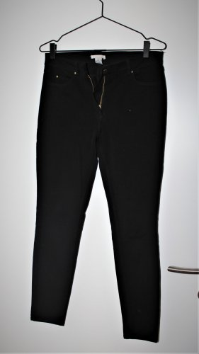 Black high-waisted tight fit jeans