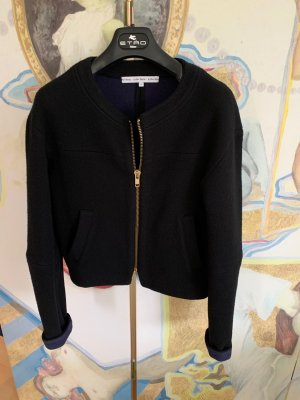 BLACK IS BACK: scharze, kurze Strickjacke*innen blau