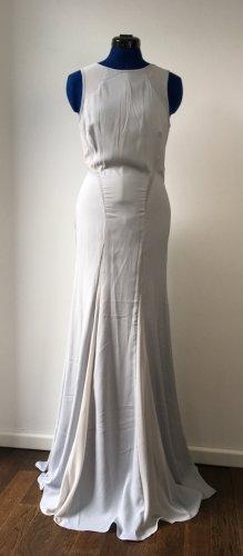 Blassblaues Abendkleid mit tiefem Rücken
