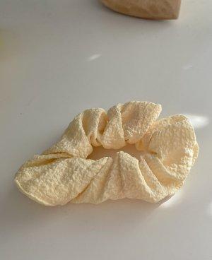 Ribbon primrose-pale yellow