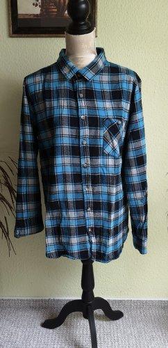 Blau schwarz weiß kariertes Hemd