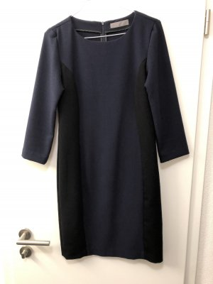 Blau-schwarzes Kleid
