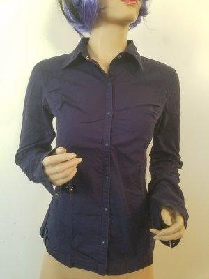 blau-violette Langaarmhemd