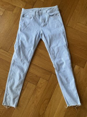 Blau weiß gestreifte Jeans
