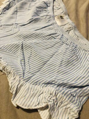 Blau-weiß gestreifte Pyjamahose