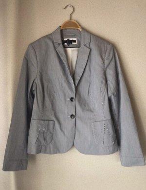 Blau/weiß gestreifter Pullover
