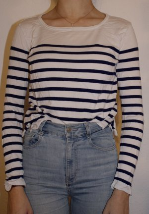 blau weiß gestreiftes Langarmshirt