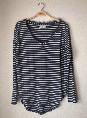 Blau/weiß gestreiftes Shirt