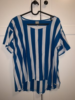Blau-weiß gestreiftes Shirt
