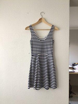 Blau-weiß gestreiftes Sommerkleid in Größe 34
