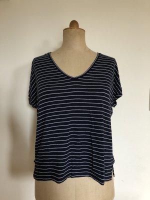 Blau-Weiß gestreiftes T-Shirt