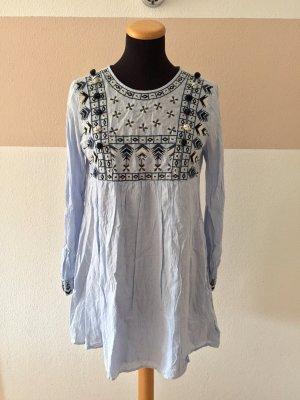 Blau weiß Streifen Stickerei Bommel Kleid von Zara, Gr. S (NEU)