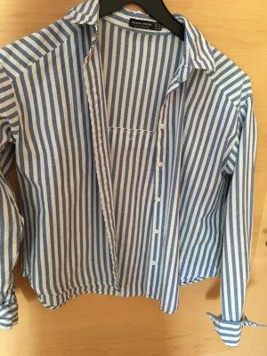 blau-weiße-gestreifte Bluse