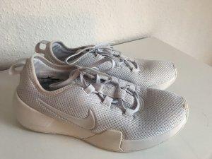 blau-weiße Nike Schuhe