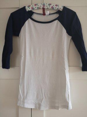 Blau-weißes Shirt