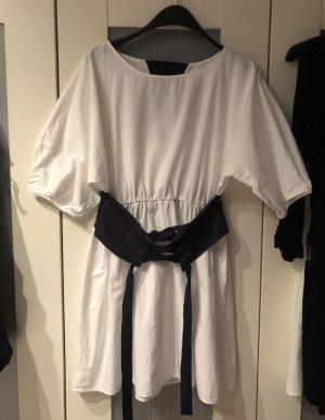 Blau weißes Sommerkleid weiß Blauer Gürtel Korsett Zara