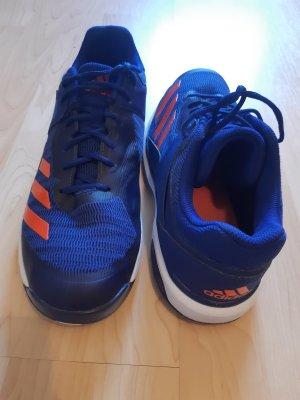 Blaue Adidas Schuhe