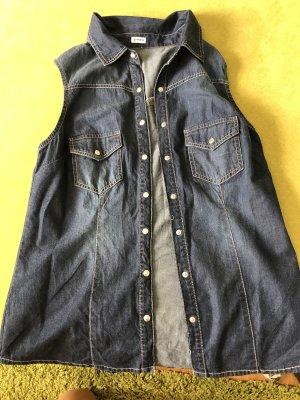 Blaue ärmellose Bluse im Jeanslook