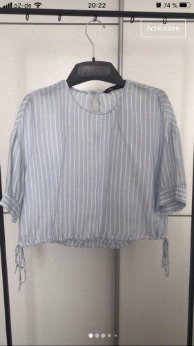 Blaue Bluse mit weißen dünnen Streifen ungetragen!