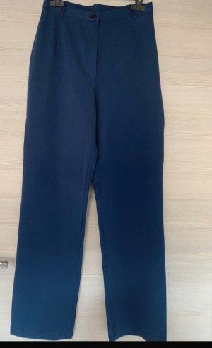 Blaue breitgeschnittene Hose