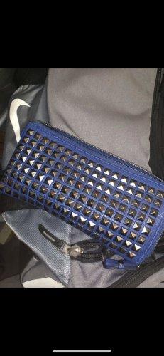 Bolso de mano azul-color plata