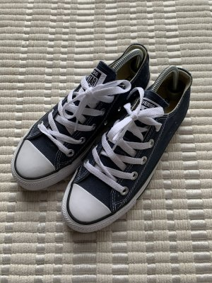 Blaue Converse