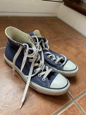 Blaue Converse Sneaker