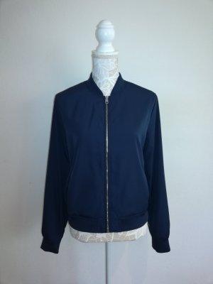 blaue Frühjahrsjacke von Calvin Klein