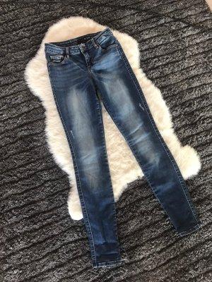Blaue guess Röhren Jeans