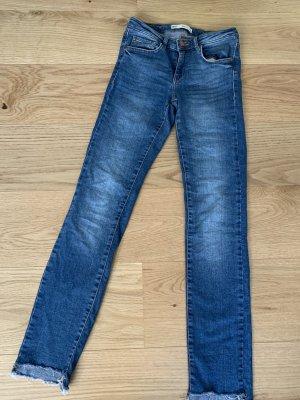 Blaue Jeans Röhrenjeans