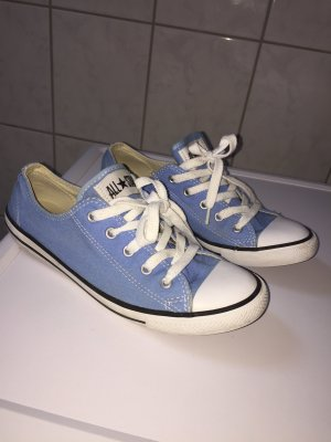 Blaue low Chucks