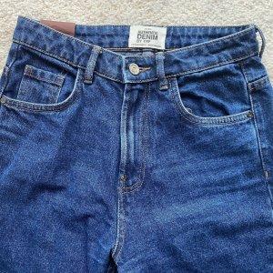 Blaue Mom-Jeans von Zara