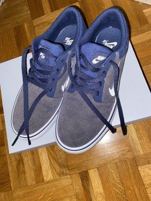 Blaue Nike SB