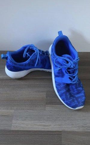 Blaue Nike Sneaker