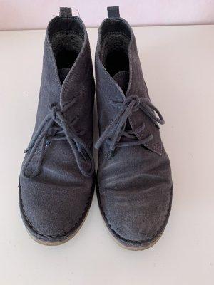 Blaue Schnür-Stiefelletten mit brauner Sohle von Easy Street