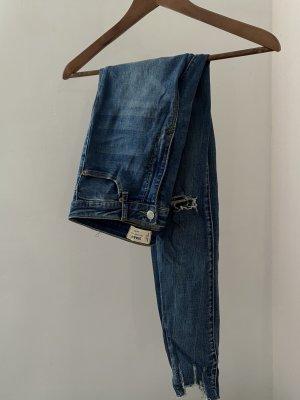 Blaue Skinny jeans mit Löchern