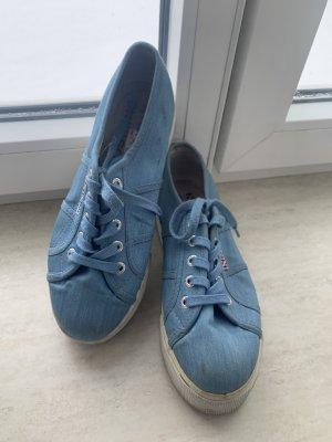 Blaue Superga sneaker