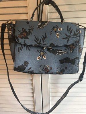 Blaue Tasche mit Blumenmuster