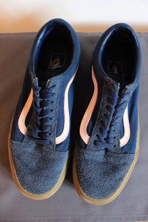 Blaue Vans old skool