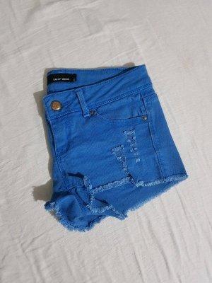 Blaue zerrissene Hotpant