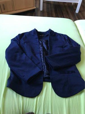Blauer Blazer ohne Schulter Polster