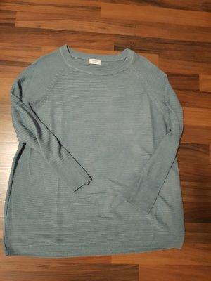 Blauer dünner Pullover