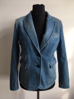 Blauer Jeansblazer von Zara.