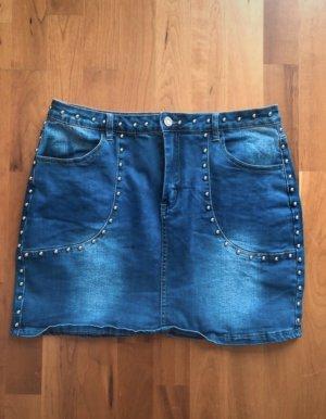Blauer Jeansrock mit Nieten