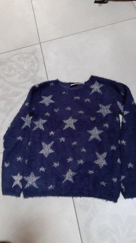 Blauer Pulli mit Sternen