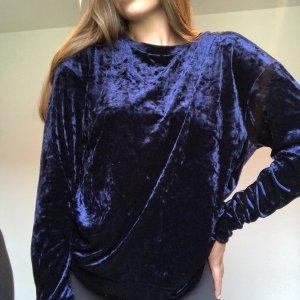 Blauer Pullover aus Samt